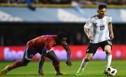 随着阿根廷队以4比0获胜,梅西抓住帽子戏法