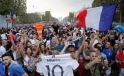 随着旗帜,歌曲,骄傲,法国庆祝统一的胜利